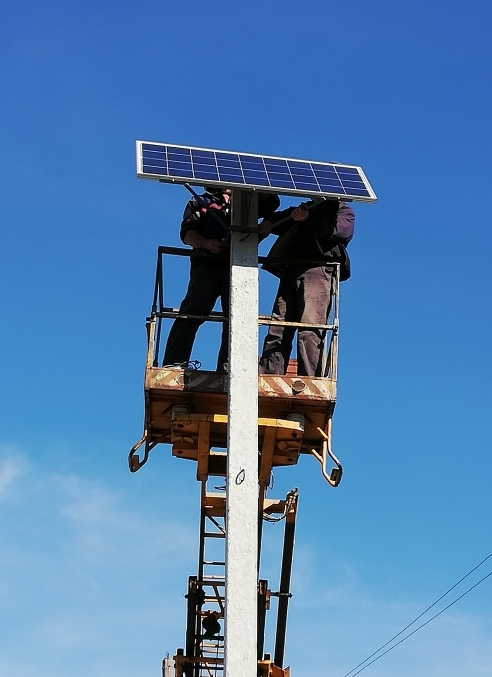 уличные фонари на солнечной батареи