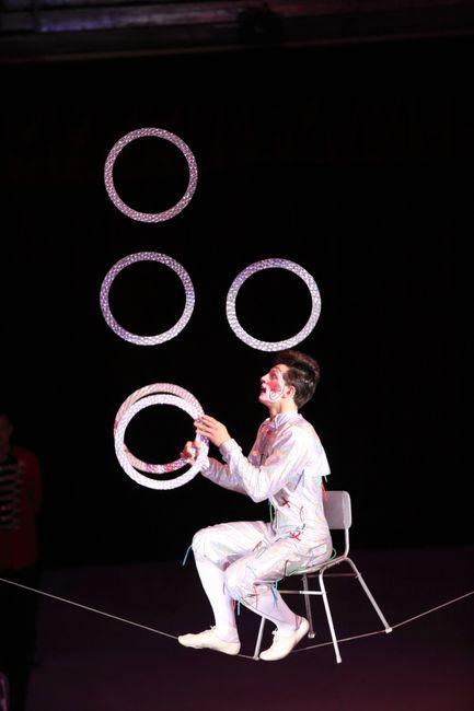 Михаил Гедей жонглирует на канате, программа «Амазонки»