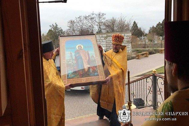 Бердянск принимает Крестный ход с иконами и частицами мощей апостола Андрея Первозванного, князя Владимира и княгини Ольги