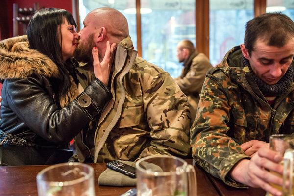 В Запорожской области в одной из воинских частей командир роты напился во время обеденного перерыва