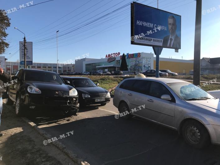 """В Запорожской области водитель """"Порше"""" врезался в другую иномарку"""