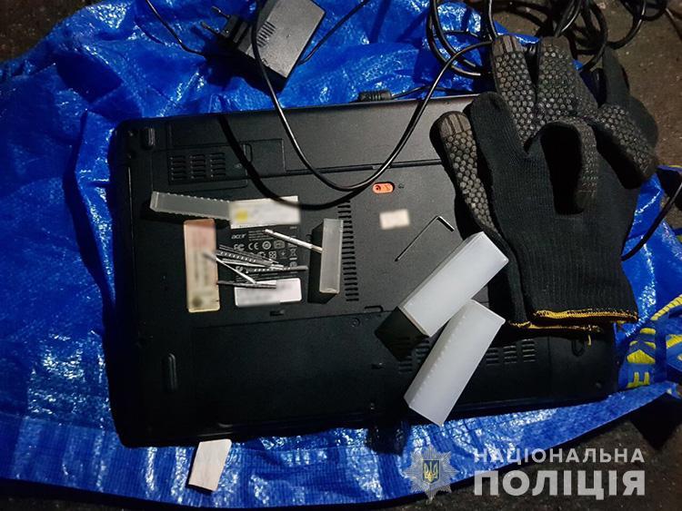 В Запорожской области воры-домушники вынесли из квартиры ноутбук