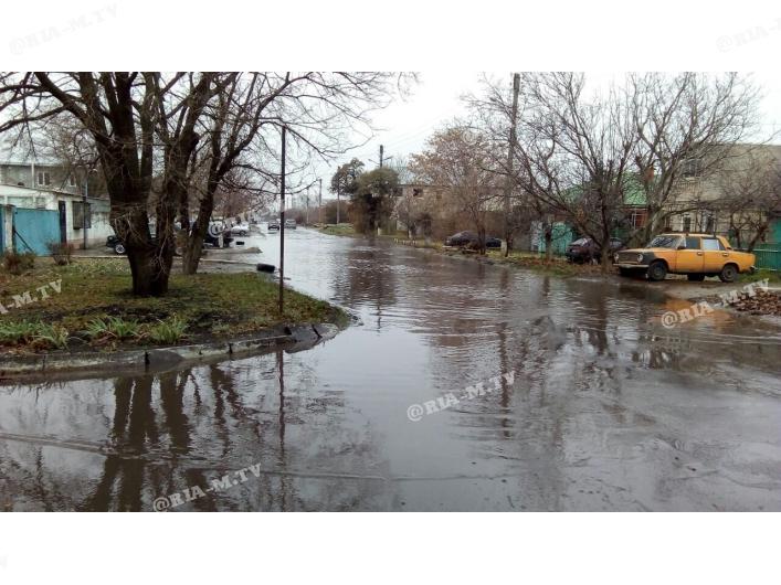 В Запорожской области затопило улицу (Видео)