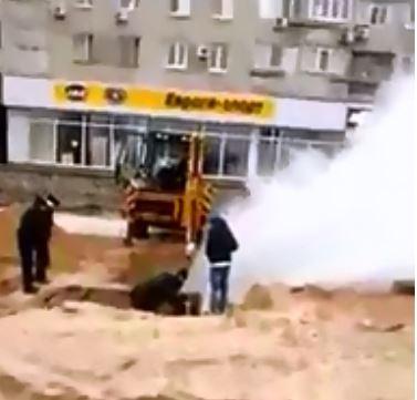 В Запорожской области на теплотрассе забил фонтан из кипятка и пара (ВИДЕО)