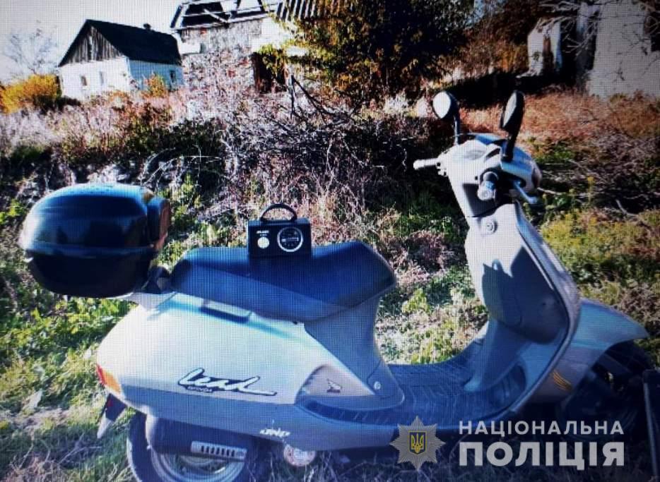 В Запорожской области у мужчины угнали скутер, пока он был в магазине