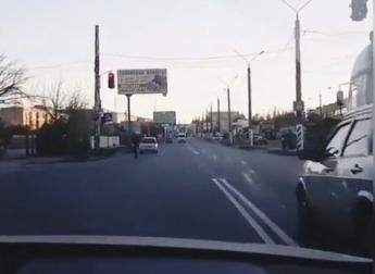 В Запорожской области шумахер рассекал по центру города, нарушая все возможные ПДД (ВИДЕО)