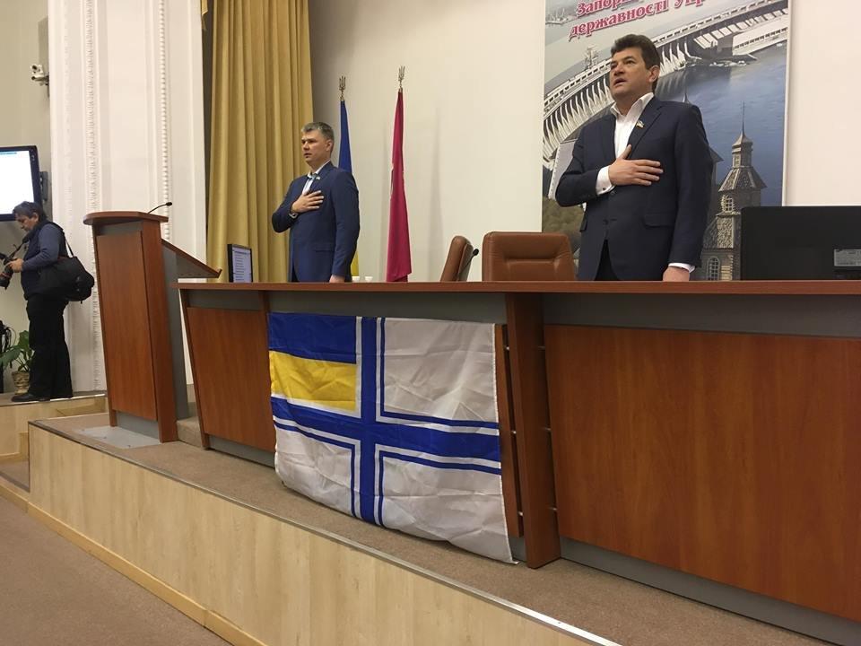 В Запорожском горсовете вывесили флаг ВМС Украины, - ФОТО