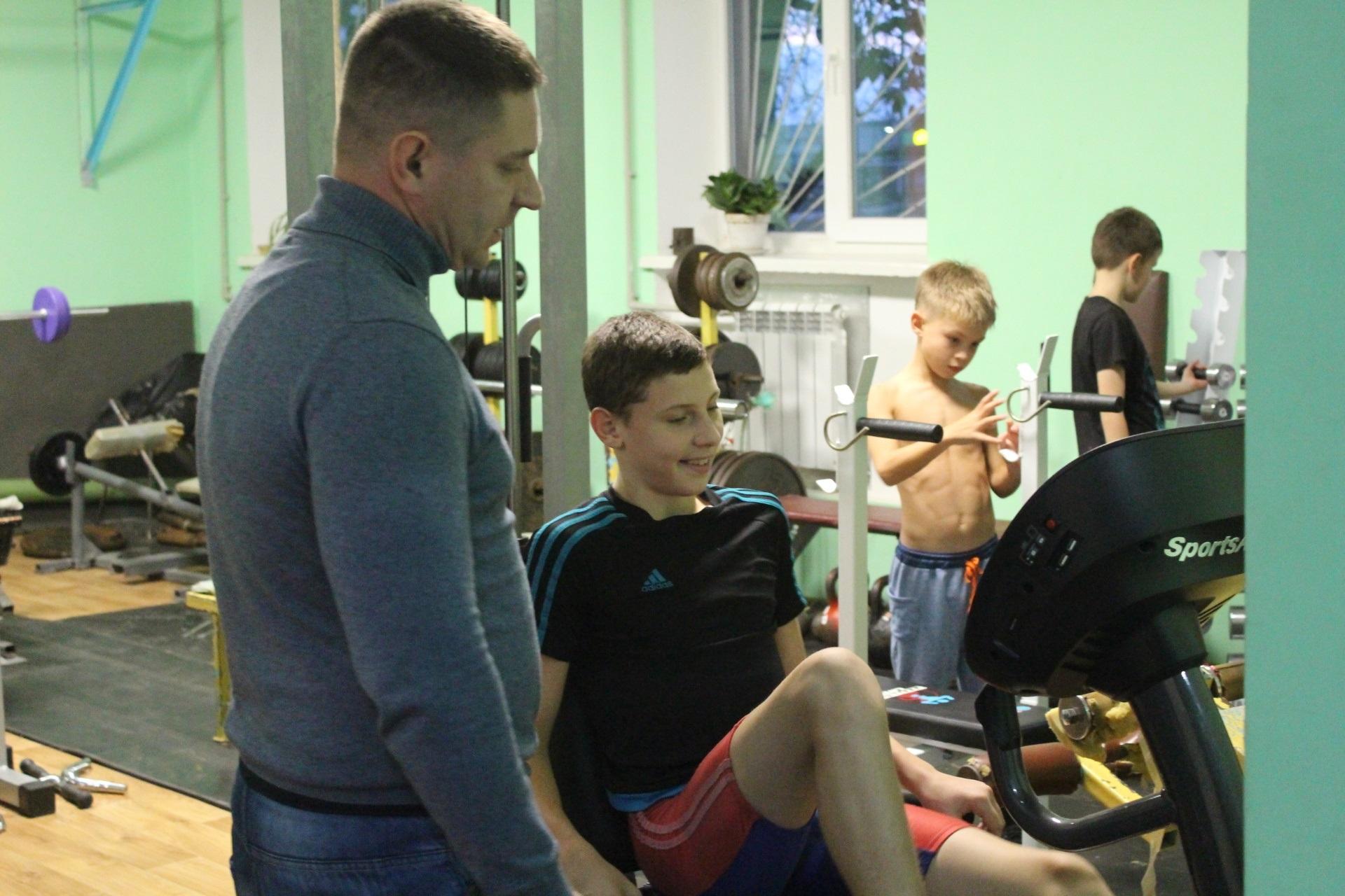 В запорожскую школу купили беговую дорожку и олимпийские штанги