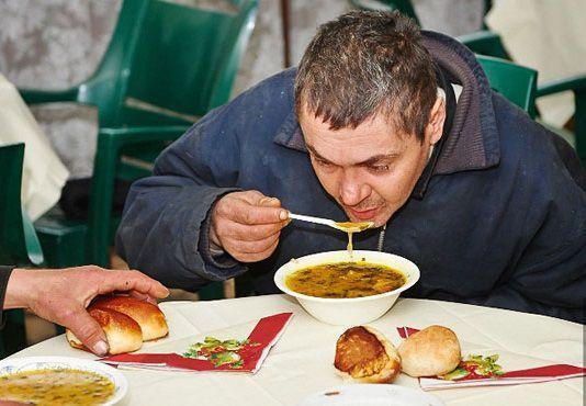 В Запорожье бездомным выдадут горячие обеды (адреса)