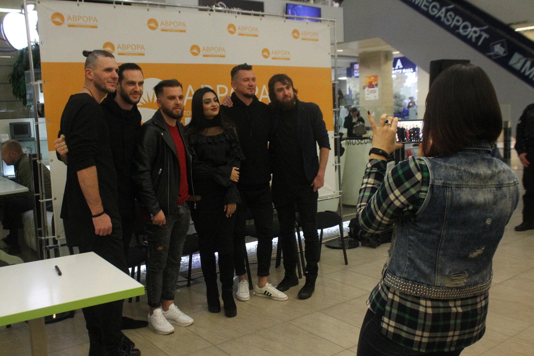 В Запорожье группа «БЕZ ОБМЕЖЕНЬ» провела автограф-сессию для фанатов, – ФОТОРЕПОРТАЖ