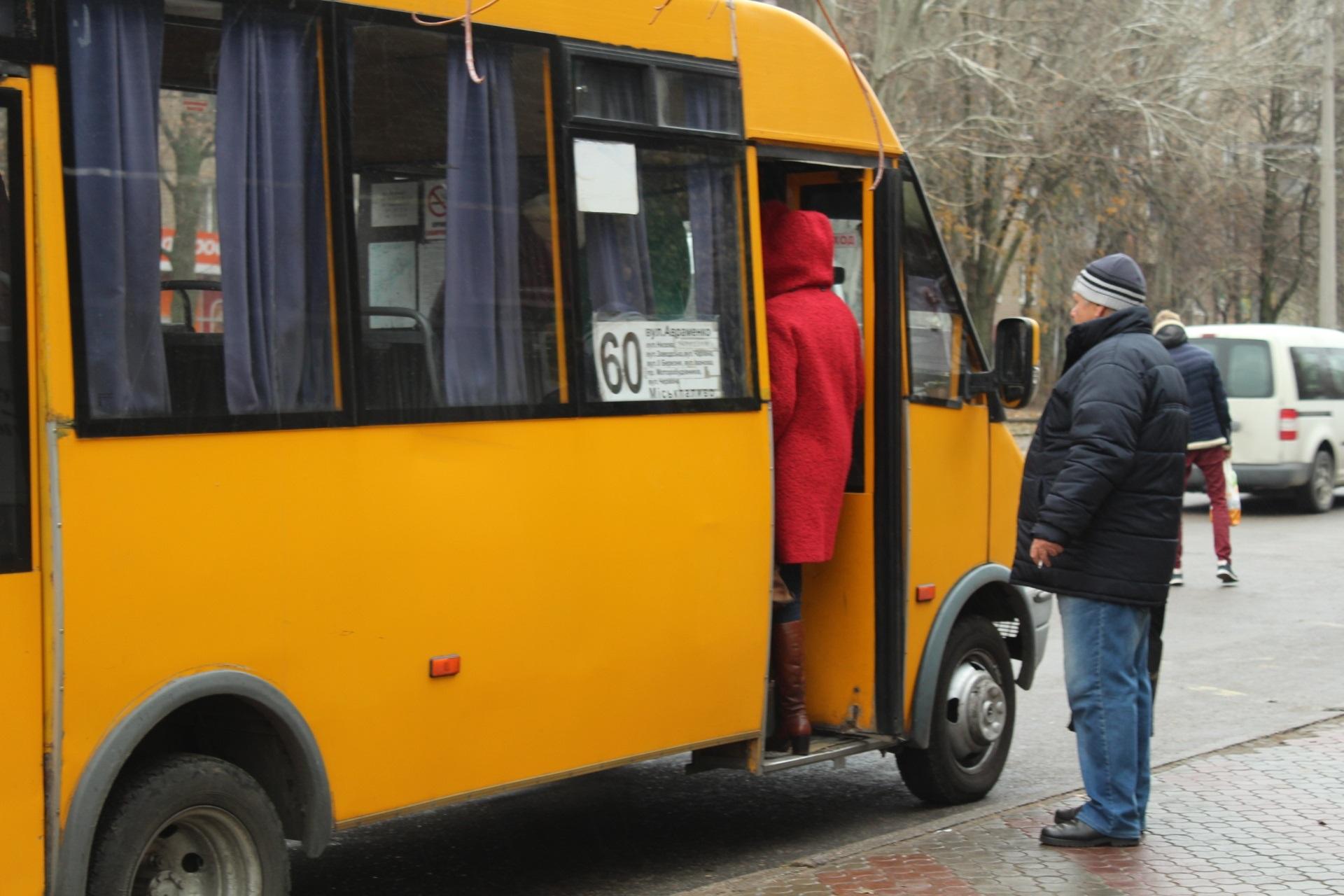 В Запорожье группа, проверяющая маршрутки, нашла лишь одно сломанное сидение