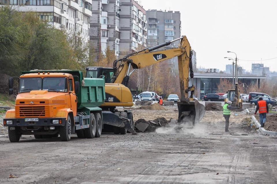 В Запорожье делают новую дорогу по Школьной: обещают сделать и велодорожку, - ФОТО