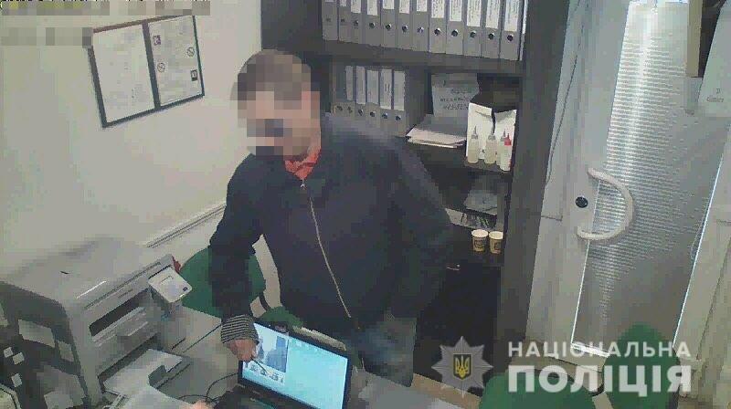 В Запорожье задержали разбойника, который ограбил семь «магазинов» быстрых кредитов, – ФОТО, ВИДЕО