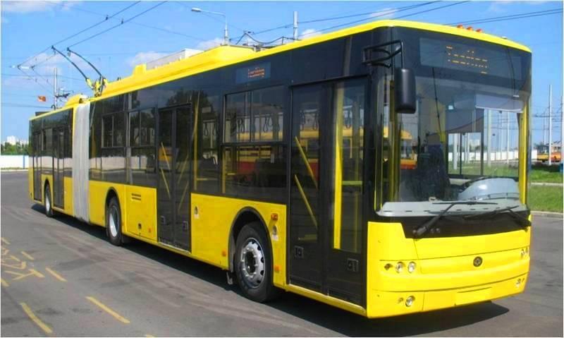 В Запорожье засняли мужчину, прокатившегося с ветерком снаружи троллейбуса (Видео)
