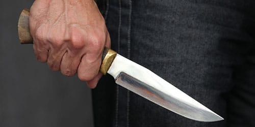 В Запорожье на девушку с ножом на улице напал неизвестный