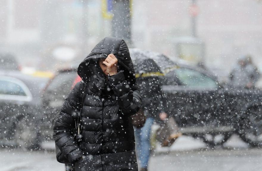 В Запорожье ожидается непогода: сильные порывы ветра, гололед, снег