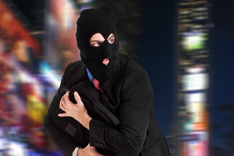 В Запорожье парень вместе с подростками устроил погоню за грабителем