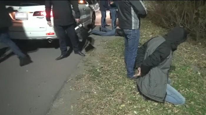 В Запорожье полицейские вымогали деньги с клиентов сайта знакомств (ФОТО, ВИДЕО)
