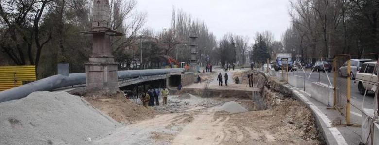 В Запорожье полным ходом идет реконструкция путепровода на проспекте Металлургов - строители демонтировали железнодорожный тоннель, - ФОТО