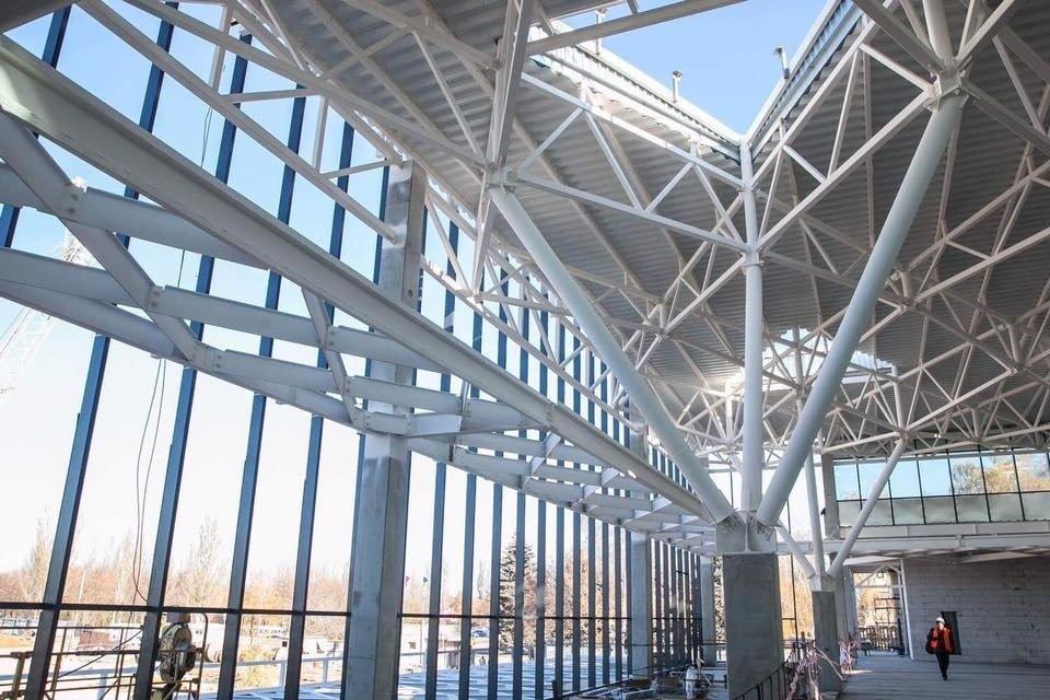 В Запорожье построили здание нового терминала аэропорта: начали остекление и внутренние работы, - ФОТОРЕПОРТАЖ