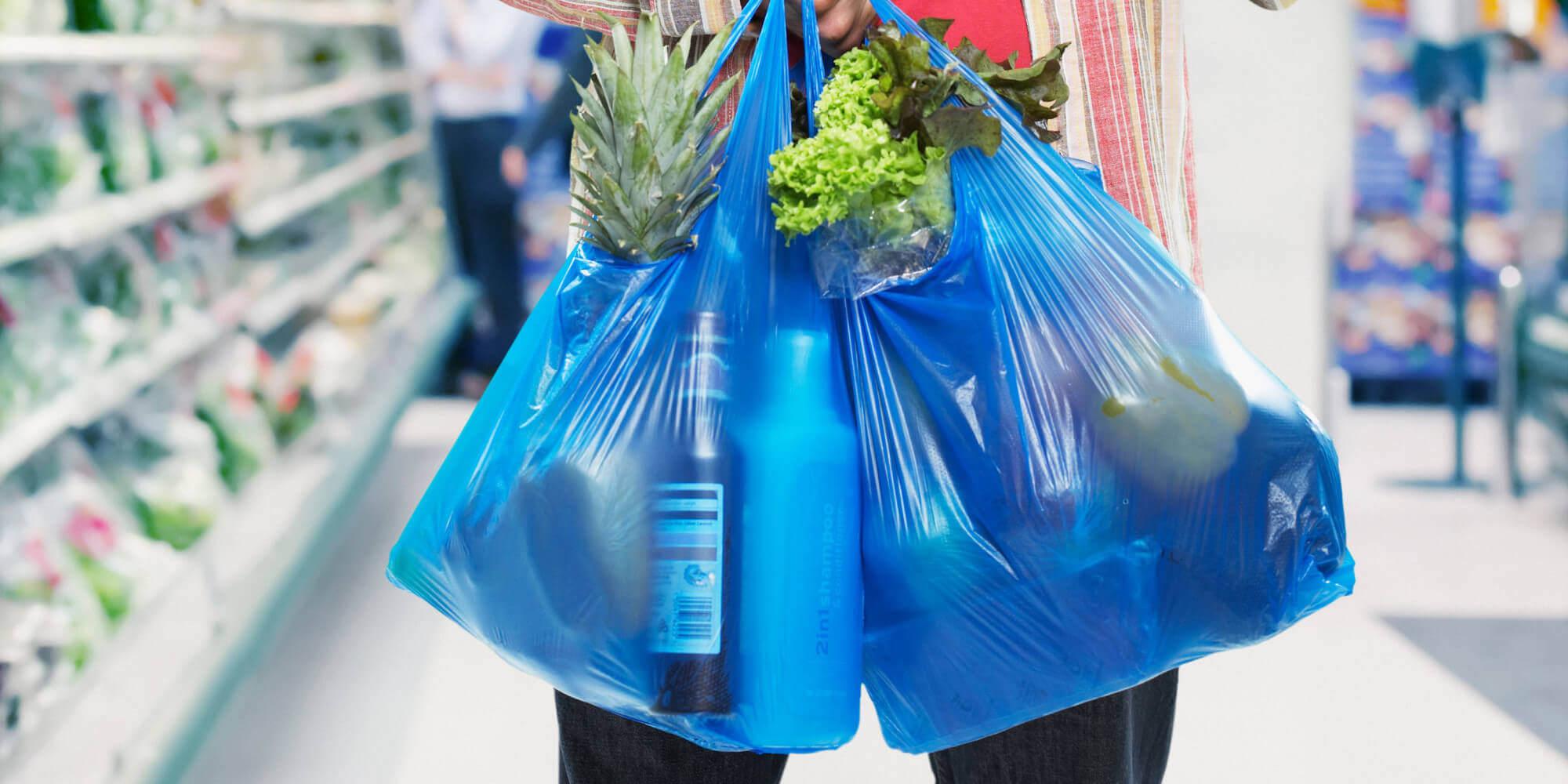 В Запорожье предлагают сократить продажу полиэтиленовых пакетов в продовольственных магазинах