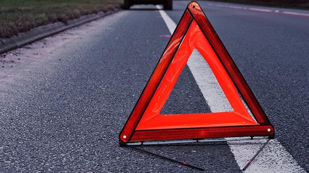 В Запорожье пьяный водитель за рулем авто, врезался в припаркованный автомобиль