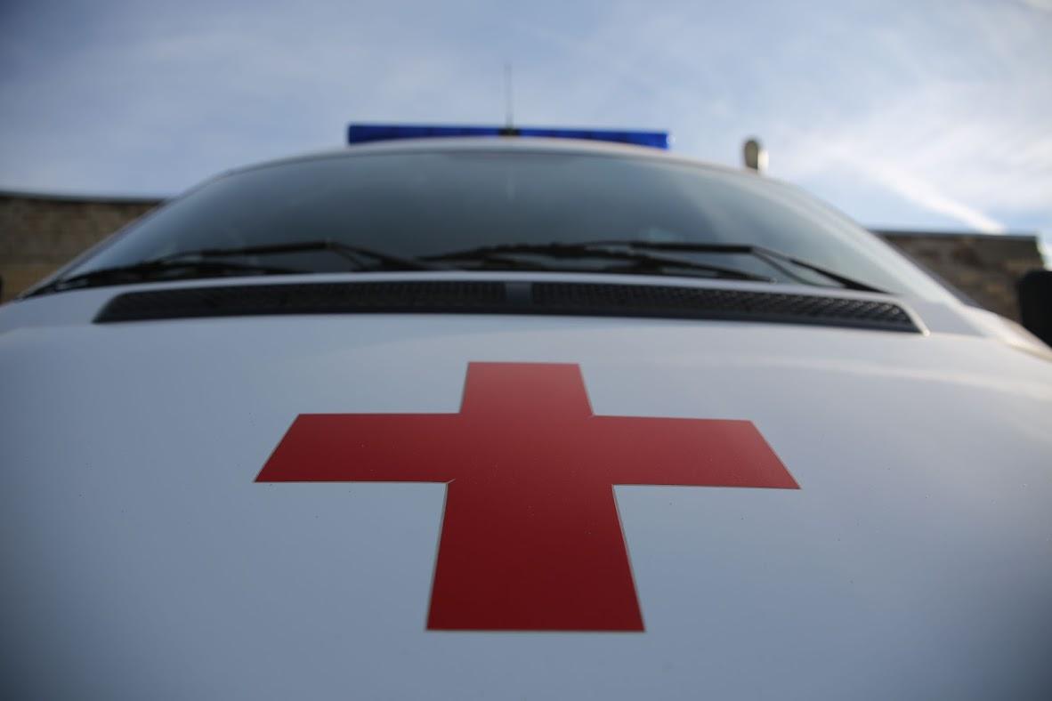 """В Запорожье столкнулись грузовой микроавтобус и """"БМВ"""": есть пострадавшие"""