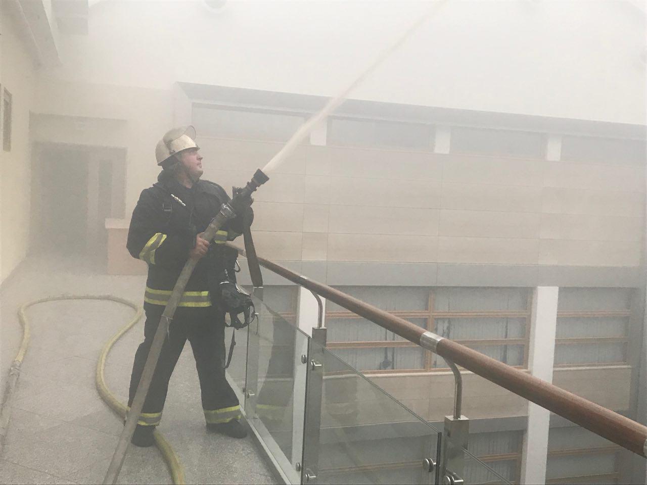 В Киеве загорелось здание Министерства финансов (Фото)