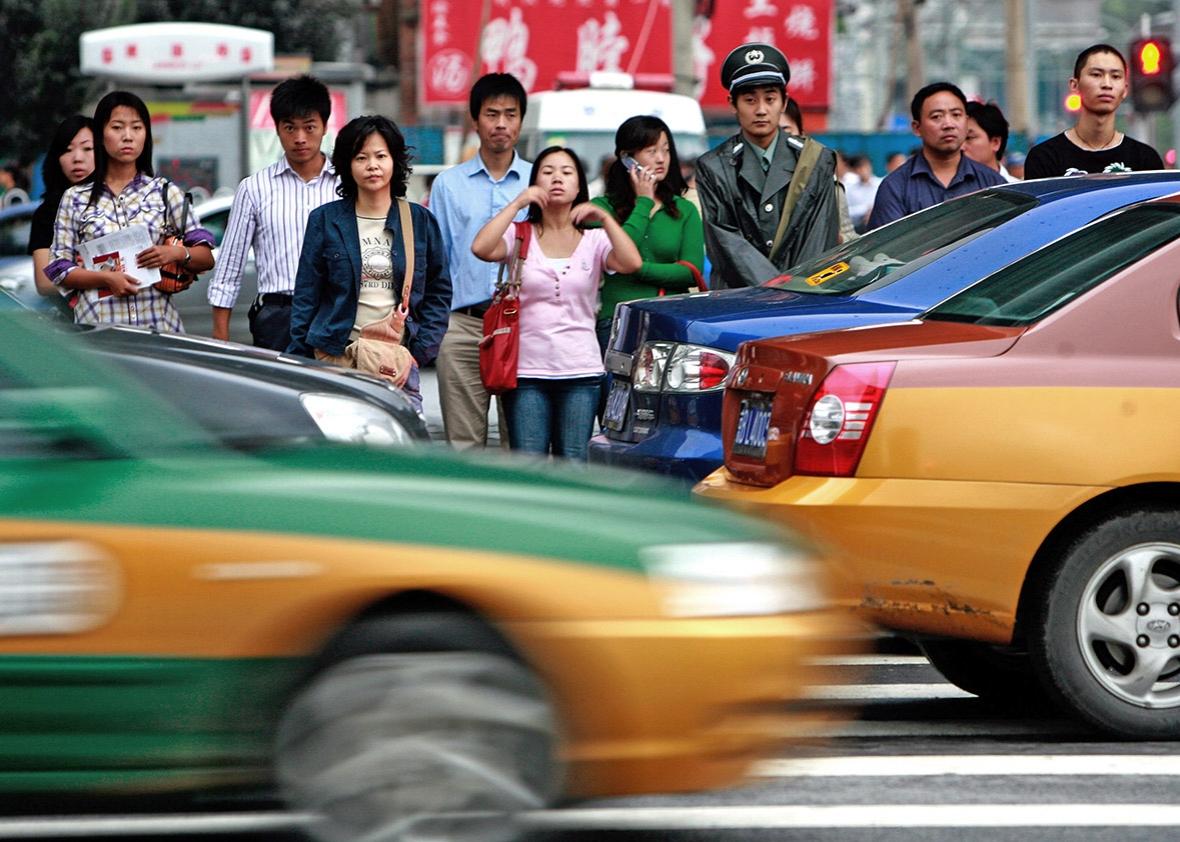 В Китае авто въехало в толпу детей: 5 погибших, 18 раненых (Фото)