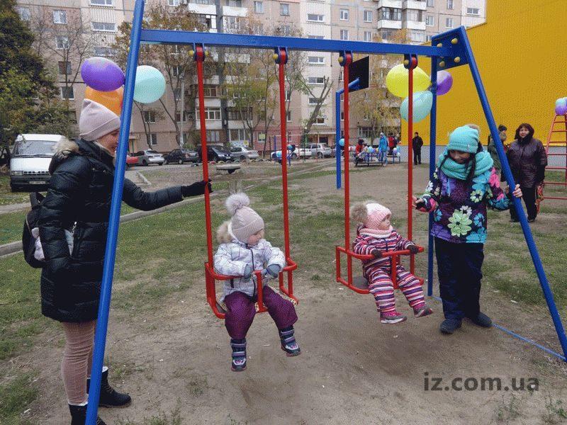 В спальном районе Запорожья на месте пустыря появилась детская площадка