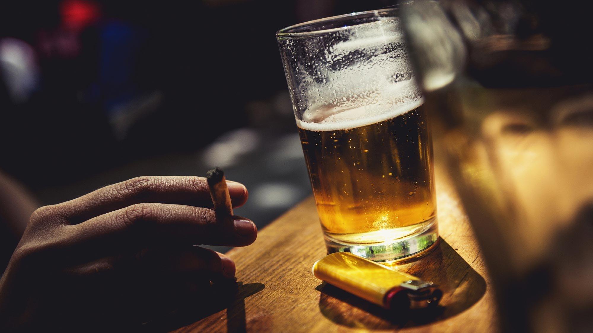 В Украине предлагают продавать алкоголь и сигареты не с 18 лет, а с 21