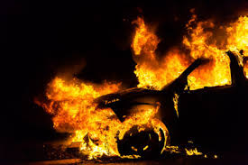 В Хортицком микрорайоне среди бела дня загорелся автомобиль