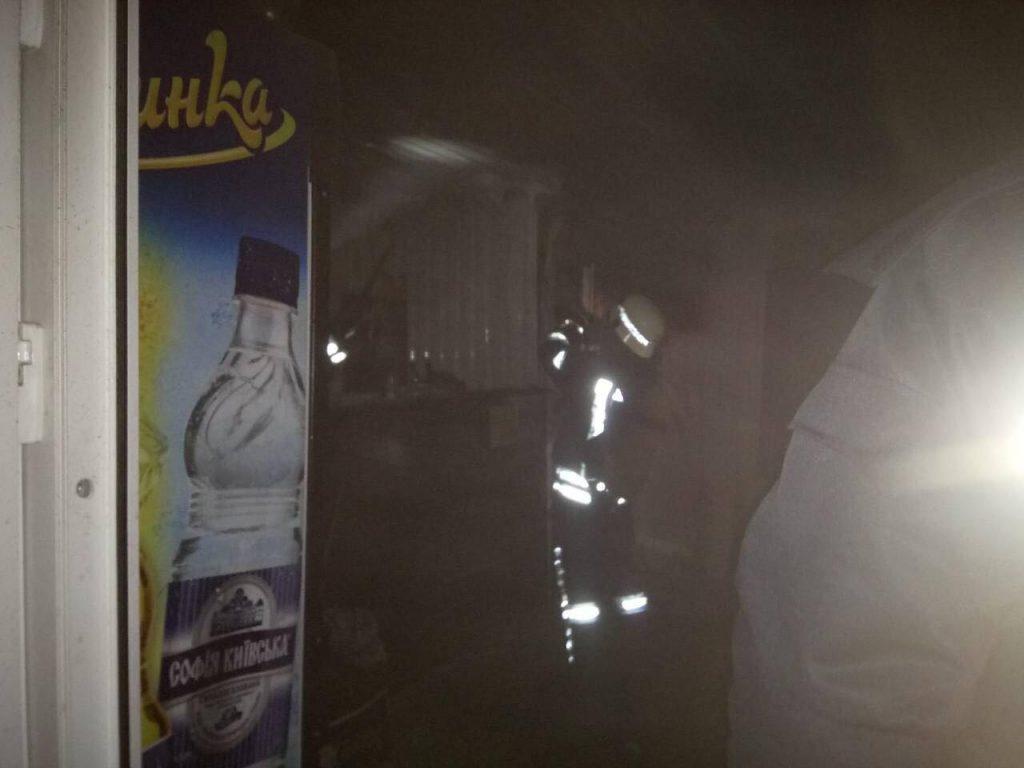 В центре Запорожья горел киоск на Крытом рынке