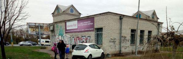 В центре Запорожья легковушка врезалась в стену магазина