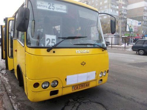 В Черкассах водитель маршрутки избил 15-летнего инвалида из-за удостоверения (Видео)