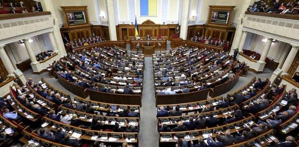 Верховная Рада ввела военное положение в приграничных областях Украины