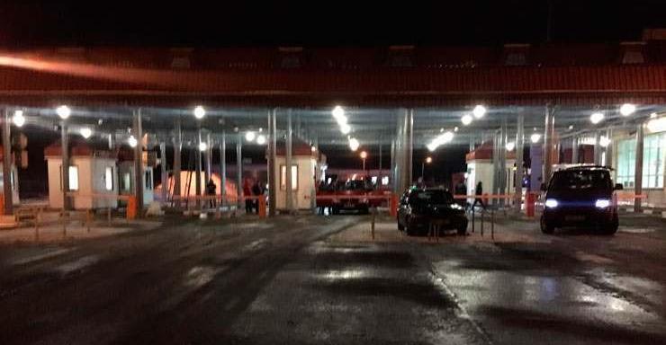 """Владельцы """"евроблях"""" ночью заблокировали переход на границе Беларуси: некоторые пассажиры добирались до Гомеля пешком (Фото)"""