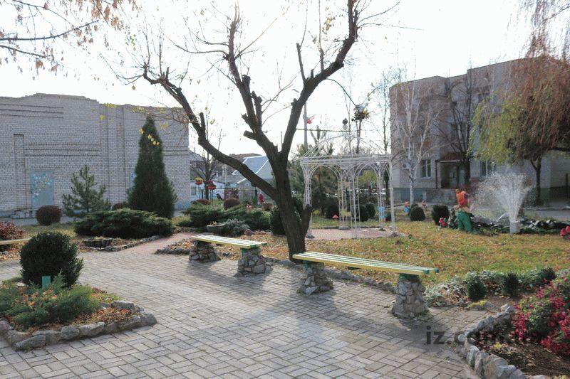 Возле запорожского роддома появился парк с фонтаном