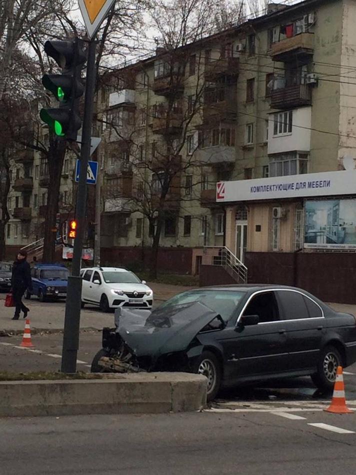 ДТП с БМВ. Фото: iz.com.ua.