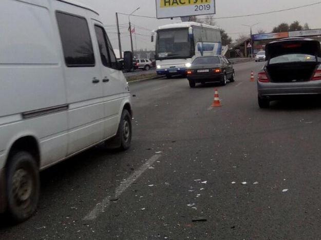 Вылетел на встручную: на Набережной магистрали столкнулись два автомобиля (ФОТО)