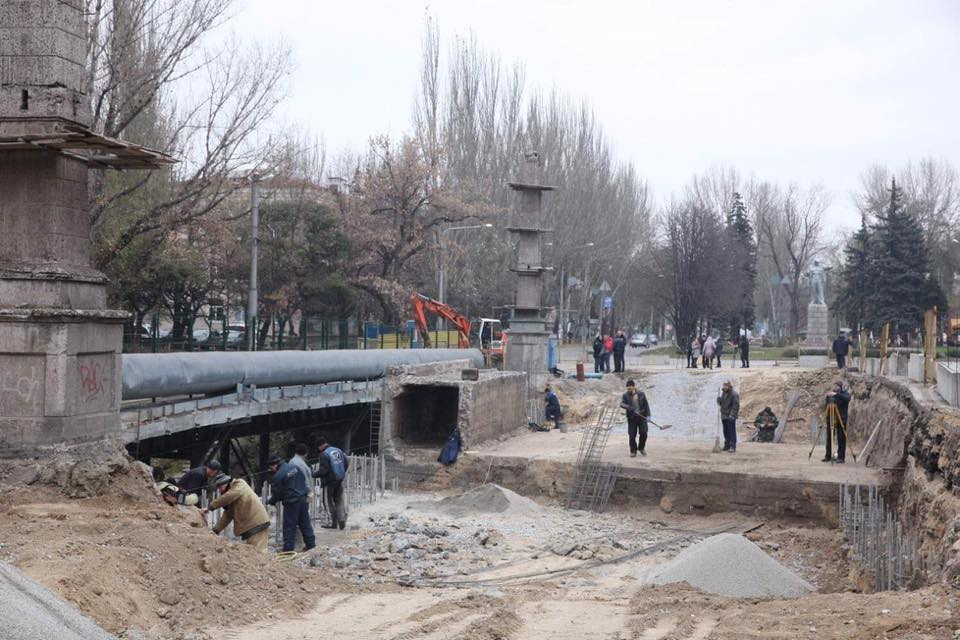 Городской голова проверил ход выполнения работ по реконструкции путепровода на проспекте Металлургов