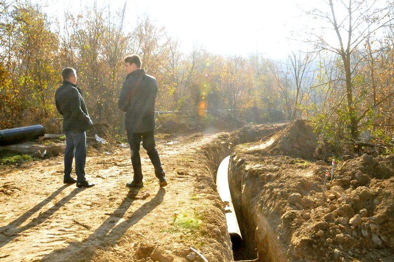 На участке отвода от магистрального водопровода