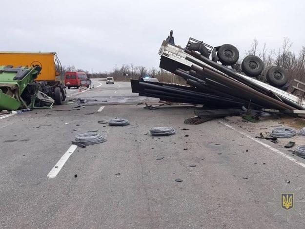 ДТП с двумя грузовиками под Запорожьем: в полиции рассказали подробности произошедшего