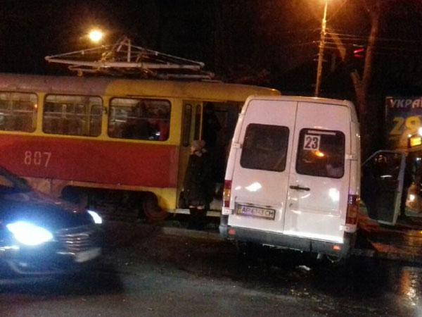 ДТП с трамваем и маршруткой в Запорожье. Опубликованы материалы с места аварии