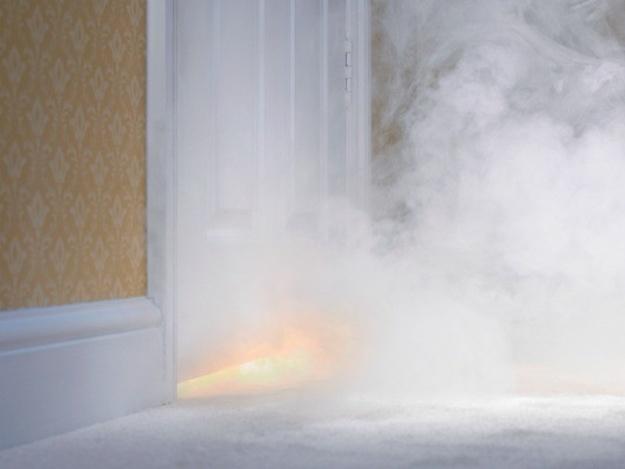 Едва не задохнулись: в Днепровском районе из горящей квартиры спасали двоих людей