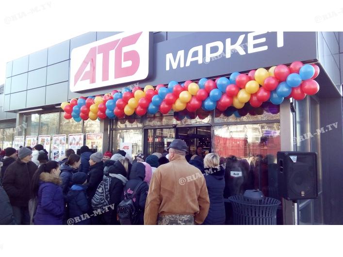 Жители Запорожской области устроили толкучку в новом супермаркете