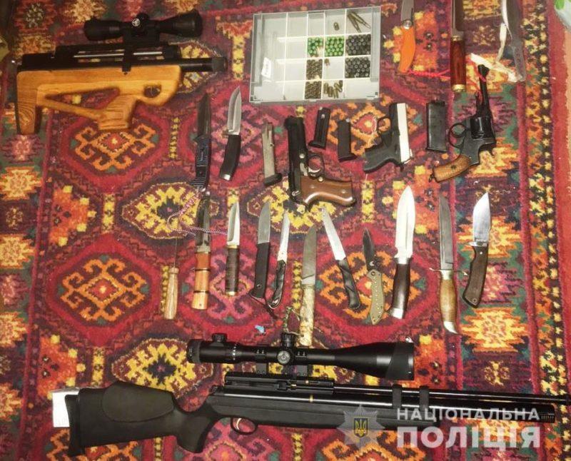 Житель Запорожской области хранил в доме пистолеты и винтовки