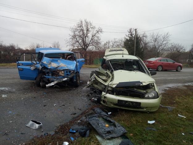 Жуткое ДТП под Запорожьем: погибли две женщины и трое мужчин пострадали