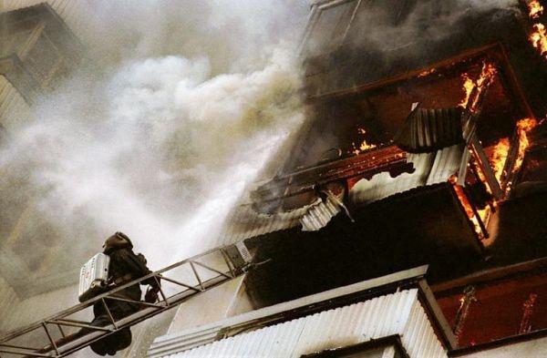 Загорелась простыня: на Космосе тушили пожар в 9-этажке