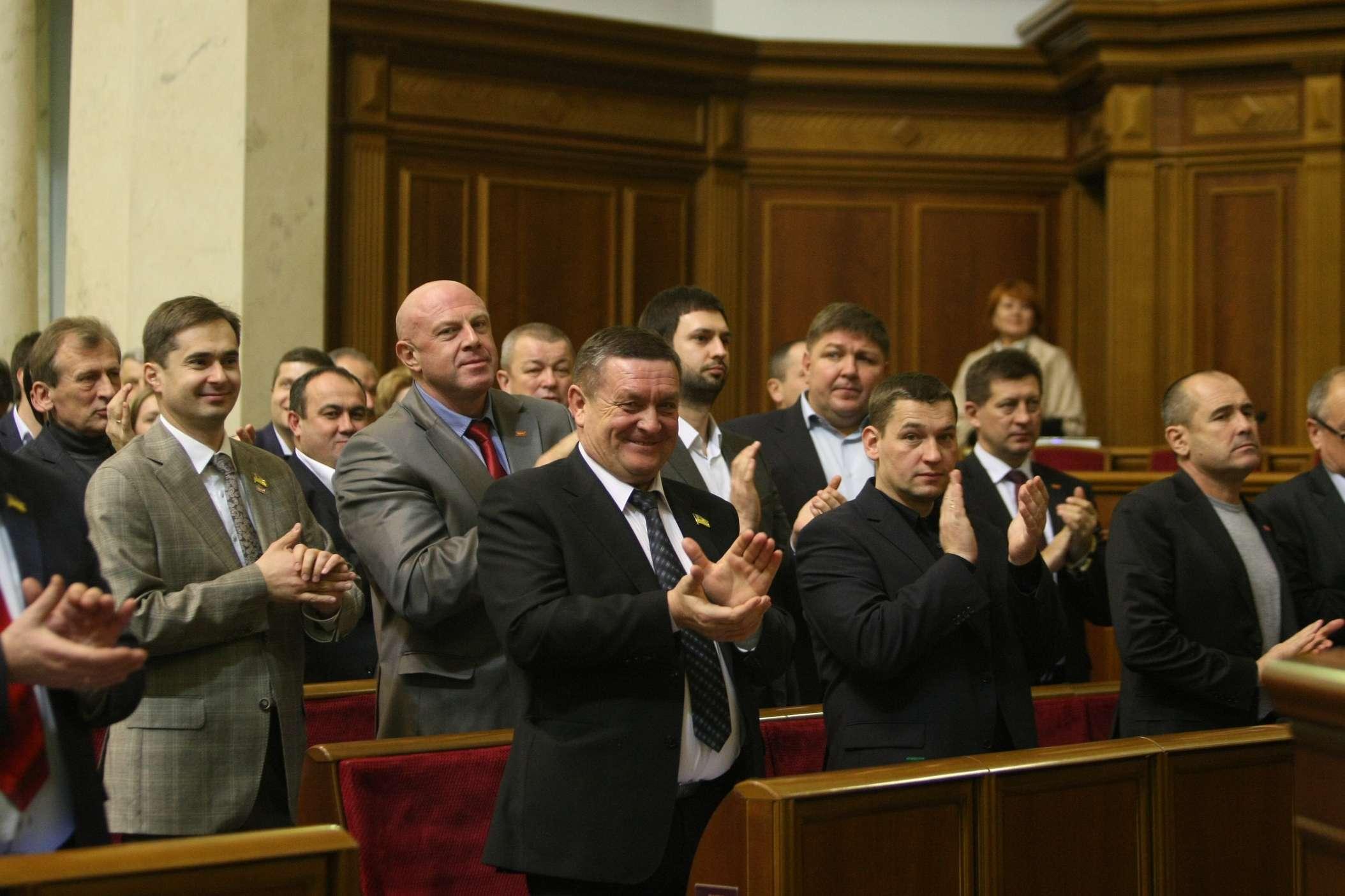 Запах перегара в воздухе: как депутаты принимали бюджет (Видео)